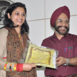 Receiving the award from Dr S.S.Bhatti